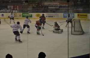 hockey-300x194 L'Hockey Milano rossoblu in Alps Hockey su ghiaccio Sport