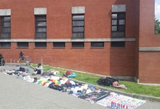 venditori_abusivi_bruzzano-324x221 Bruzzano. Gli abusivi ci assediano anche nei cimiteri Cronaca Milano Prima Pagina