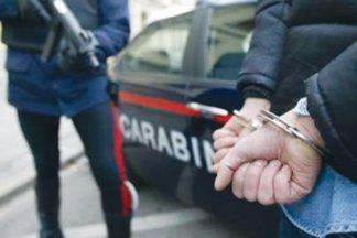 carabinieri-manette-324x216 Cologno. Picchia violentemente la moglie. Arrestato il marito di origine tunisina Lombardia Prima Pagina