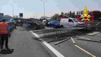 IMG-20180420-WA0013-324x182 Incidente stradale blocca la tangenziale Cronaca Milano Prima Pagina