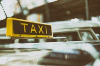 taxi-324x216 Arrestato tassista abusivo per violenza Cronaca Milano Prima Pagina